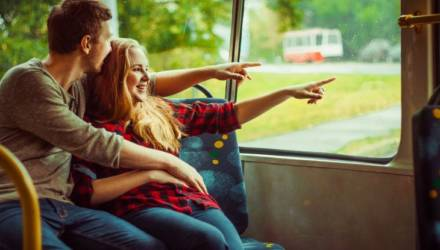 Как себя правильно вести, если любимый стал засматриваться на других девушек