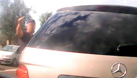 """Водитель Mercedes лишён """"прав"""", водитель автобуса оштрафован - и это ещё не конец конфликта"""