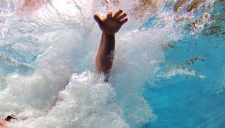 Маленькую девочку засосало в трубу в бассейне в Турции