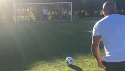 Легендарный Роберто Карлос повторил свой гол, который нарушает закон физики