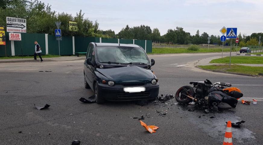 В Гомеле водитель авто не уступил дорогу мотоциклисту – байкера впечатало в лобовое