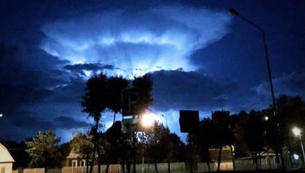 В Гомеле и Светлогорске жители обеспокоились странным свечением в ночном небе