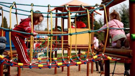 Гомельчанин: Надо ли оплачивать оборудование для детской площадки?