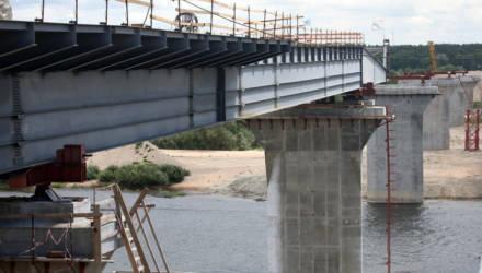 Металлическая артерия: в Гомельском районе новый мост оживит движение по части М8/Е95