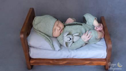 В позе эмбриона: как гомельчанка запечатлевает самые трогательные моменты жизни малышей