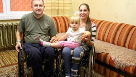 Обыкновенное чудо: как в семье колясочников из Мозыря родилась дочка