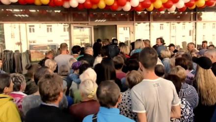 Белорусы устроили давку на открытии огромного секонд-хенда