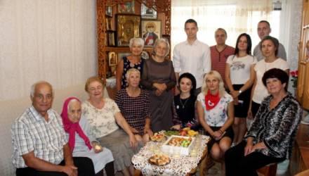 Волонтёры поздравили гомельчанку со 100-летним юбилеем