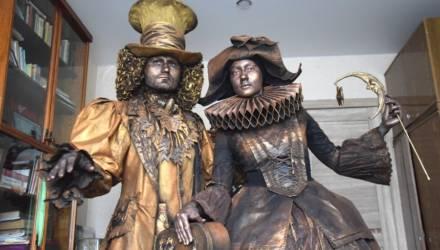 Шляпник и Коломбина: как художник из Жлобина Анна Донец оживляет статуи