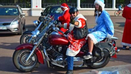 В Гомеле Деды Морозы и Снегурочки на мотоциклах и с подарками посетили дом ребёнка в Волотове