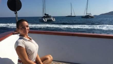 «Зарплата начиналась от 2200 евро плюс чаевые». Белоруска рассказывает о работе стюардессой на яхте в Дубае
