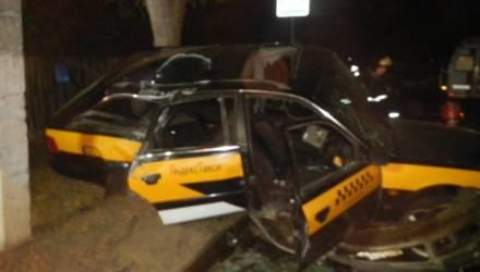 Серьёзное ДТП в Речице: ночью столкнулись автомобиль такси и Skoda Superb