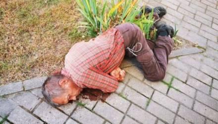 В Речице трезвый мужчина внезапно рухнул на улице. Милиция разыскивает его родственников