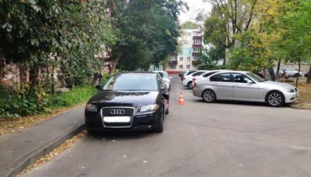 Быстро ездить во дворах опасно. В Гомеле 8-летний велосипедист врезался в Audi и снёс зеркало