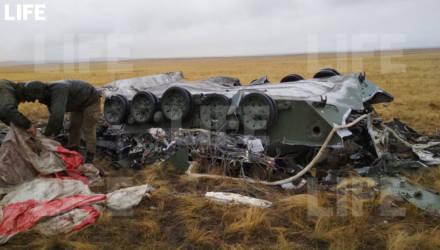 На учениях под Оренбургом две БМД рухнули с высоты 1,5 км — видео