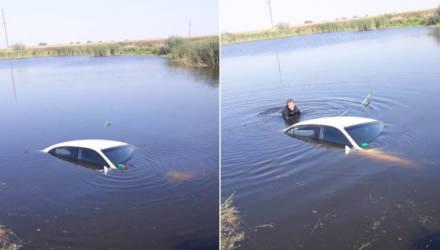 Под Гомелем женщина не справилась с управлением Daewoo и утопила автомобиль в озере
