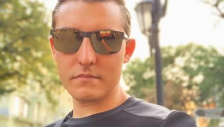 Блогера, который путешествовал по миру, разоблачили по одной детали на его фото в Беларуси