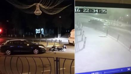 В Гомеле на мини-кольце по ул. Кирова легковушка протаранила мотоцикл – видео