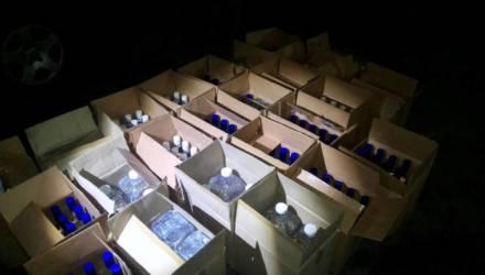 Новый год близко. В Речицком районе задержали Audi, водитель которой перевозил 400 бутылок водки и 100 литров спирта