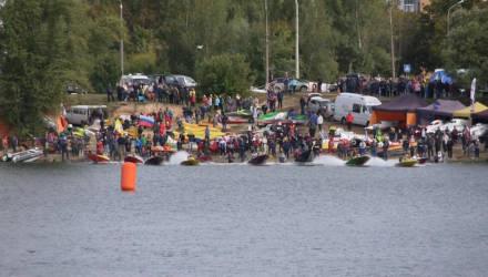 Под брызги и рёв моторов: в Гомеле стартовал открытый Кубок Беларуси по водно-моторному спорту