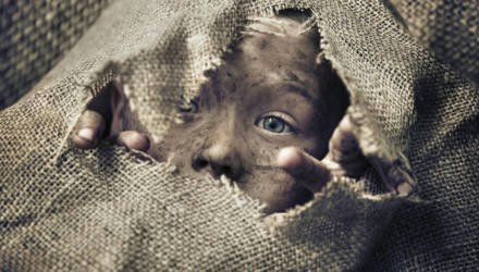 Трёх братьев-маугли нашли в грязной квартире в Набережных Челнах