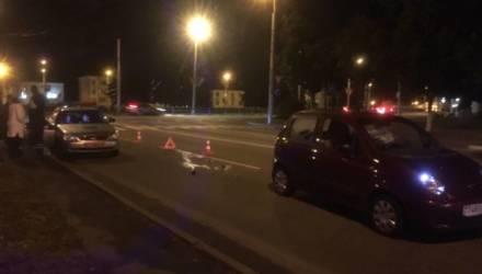 В Гомеле девушка на бордовом Daewoo Matiz сбила женщину-пешехода с бутылкой спиртного в руках. Последняя разбилась вдребезги