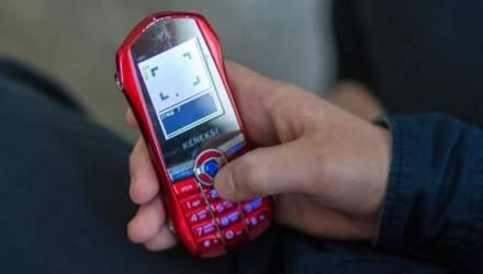 Эхо гомельских событий: в минской школе собирают деньги на ящики для мобильников. Как вам идея?