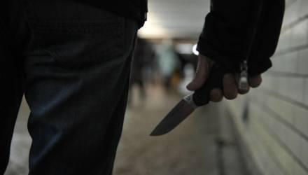 """""""Требовал деньги и угрожал убийством"""". В Добруше 19-летний парень напал на мужчину, который пытался помочь его нетрезвому другу"""