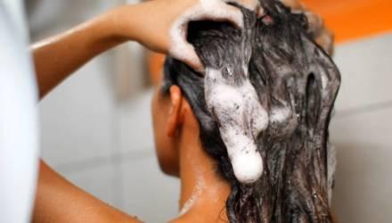Дерматологи рассказали, как опасно мыться каждый день