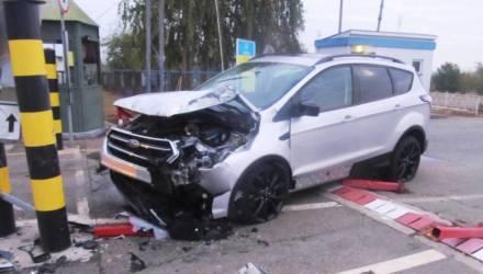 Украинец на автомобиле решил штурмом прорваться на Гомельщину — разбита машина и оборудование