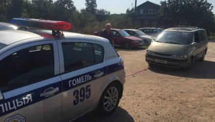 В Гомеле сотрудники ГАИ помогли автолюбителю отбуксировать машину