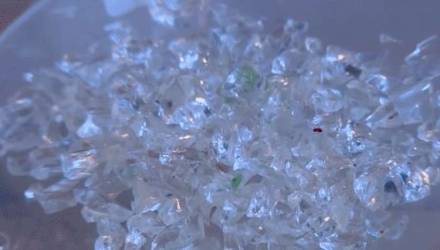Плачущая кристаллами армянская девушка привела врачей в замешательство