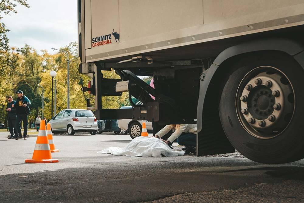 В Светлогорске грузовик насмерть задавил мужчину