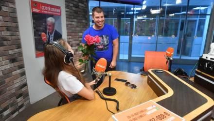 Девушку из Беларуси, которая потерялась в электричке 20 лет назад, позвали замуж в прямом эфире