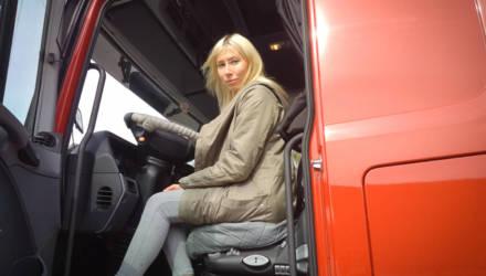 «Никакой романтики тут нет». Журналисты съездили в рейс с первой «официальной» дальнобойщицей в Беларуси