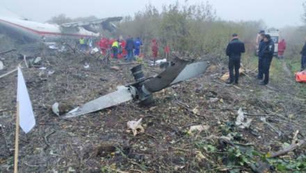 Пять человек погибли при аварийной посадке Ан-12 возле Львова