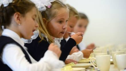 Теперь и по закону: школьников будут кормить одинаковыми обедами