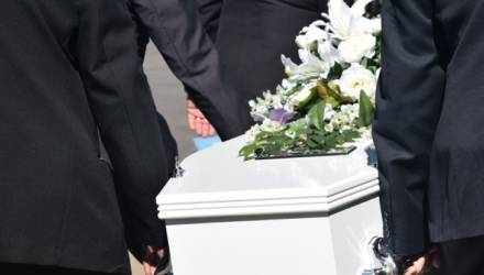 Через 7 часов после похорон «покойник» вернулся домой