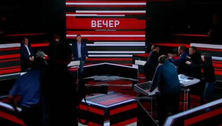 """""""Гавкает он!"""" Украинские политологи подрались на программе Соловьёва — видео"""