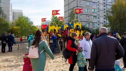 """""""Мне нравятся ступеньки и мостики!"""" Детскую площадку в Гомеле сделали силами местных жителей, коммунальщиков и спонсоров"""