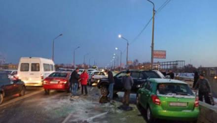В Жлобине столкнулись 10 автомобилей и автобус