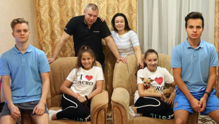Дважды два равно шесть - супруги Никитины из Гомельского района воспитывают две пары двойняшек
