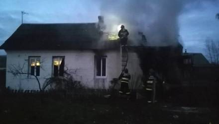 В Петриковском районе зять спас тестя во время пожара