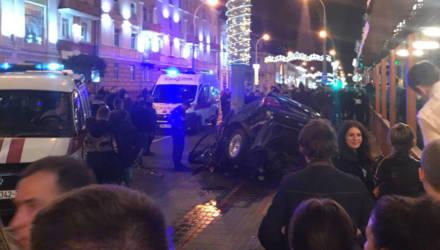 Ужасная авария на Советской в Гомеле: BMW накрутило на столб, есть погибшие
