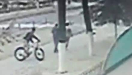 В Гомеле велосипедист сбил женщину и скрылся. Его ищут