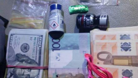 Несколько тысяч долларов, два пистолета и амфетамин. На Гомельщине задержали крупного наркоторговца