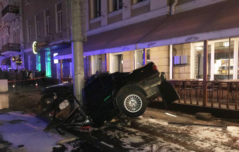 Резонанс: в Гомеле BMW, прежде чем врезаться в столб, сбил троих учительниц. Погибла замдиректора СШ № 21 и водитель