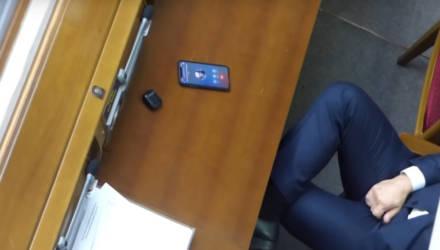"""Украинский депутат """"мастурбировал"""" во время заседания Верховной Рады. Ролик с ним опубликовали на Pornhub"""