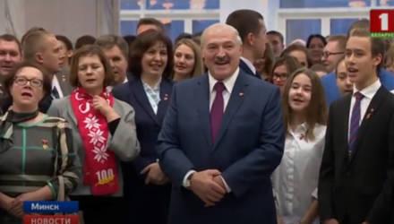 Как Лукашенко пел комсомольскую песню — видео
