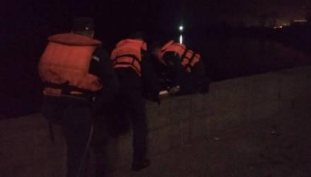 В Светлогорске женщина ночью упала с парапета в реку – доставали спасатели